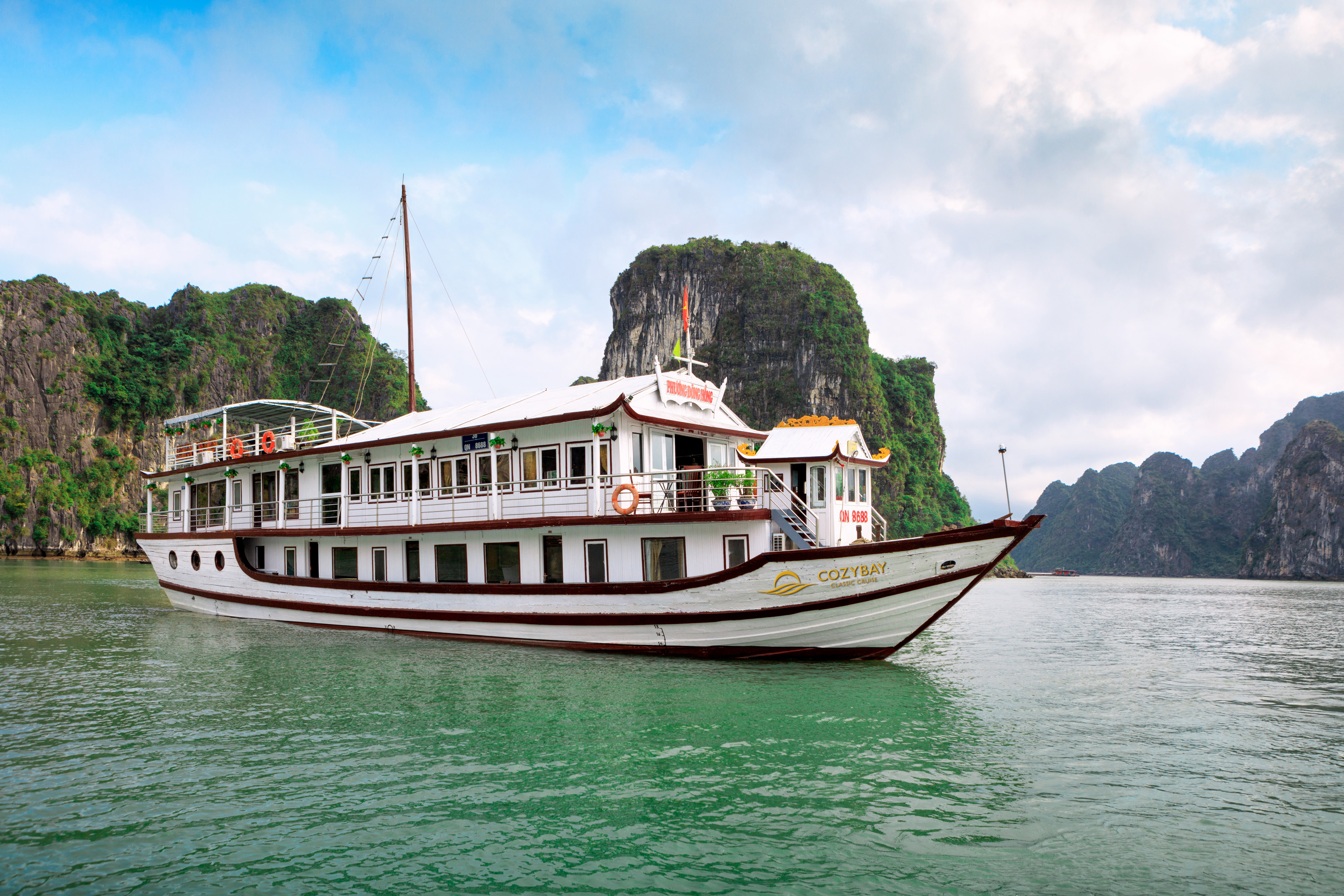 halong Bay, cozybay classic cruise Overview