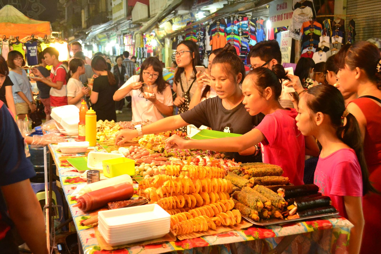 halong bay night market, halong bay food street