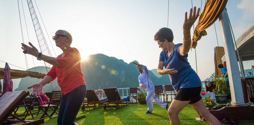 morning tai chi class halong bay