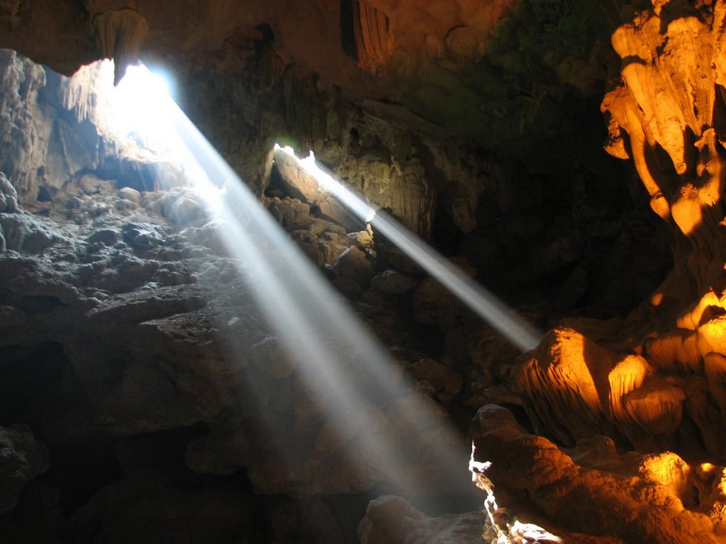 thien cung cave, cave thien cung, halong caves, caves in halong bay