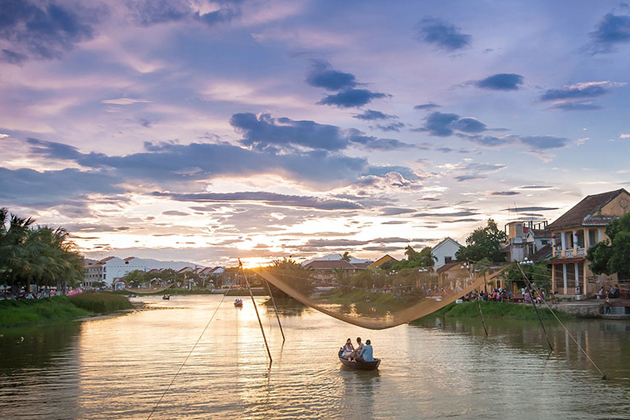 sunset on thu bon river in hoi an vietnam, vietnam daily tours, vietnam package tours