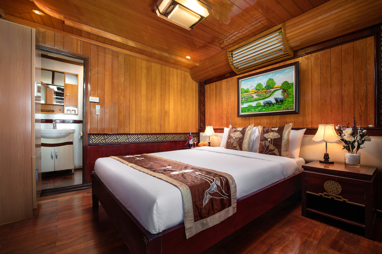 Cozy BayCruise Double, Halong Bay Cruises