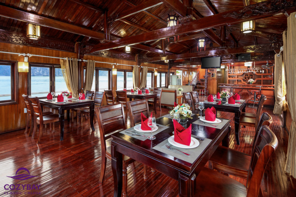 Cozy-bay-classic-cruise-Restaurant-2