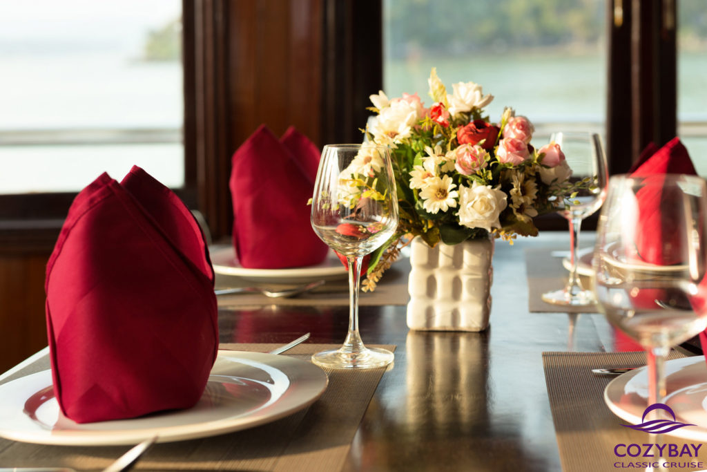 Cozy-bay-classic-cruise-Restaurant-3