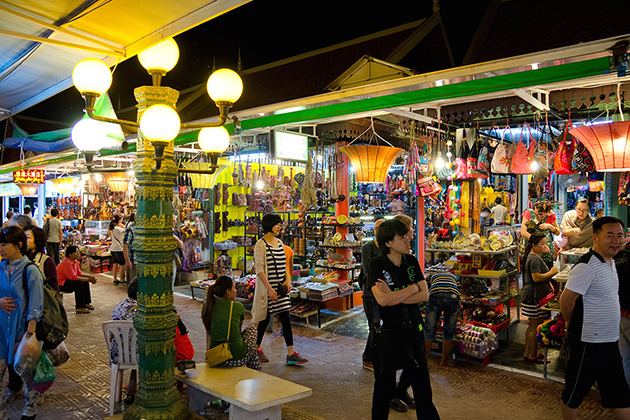 Ha-Long-Night-Market in quang ninh province