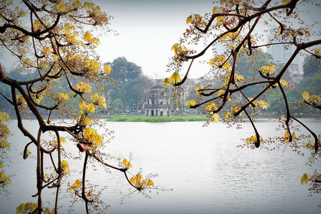 autumn hoan kiem lake in vietnam, best time to visit