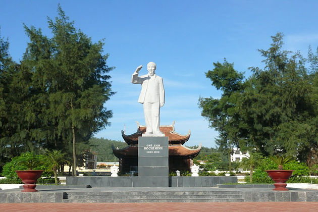 ho chi minh statue in co to island vietnam, vietnam package tours, vietnam daily tours