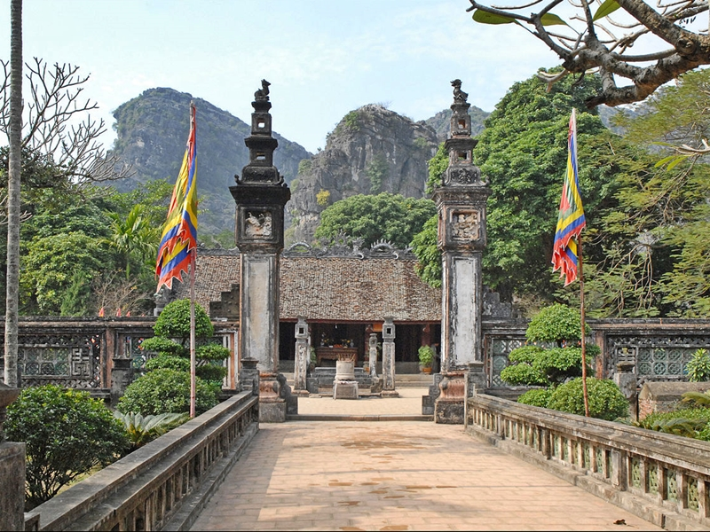 Dinh King temple in Hoa Lu Tam Coc