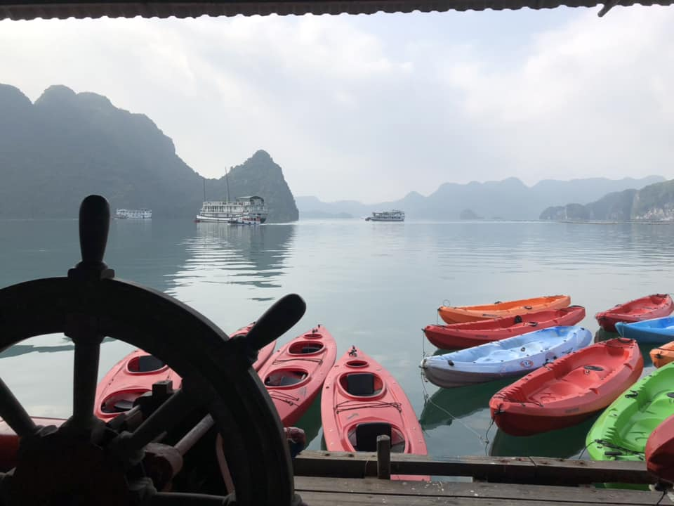 Kayaking-in-Halong-Bay-with-Cozy-Bay-Cruise-1