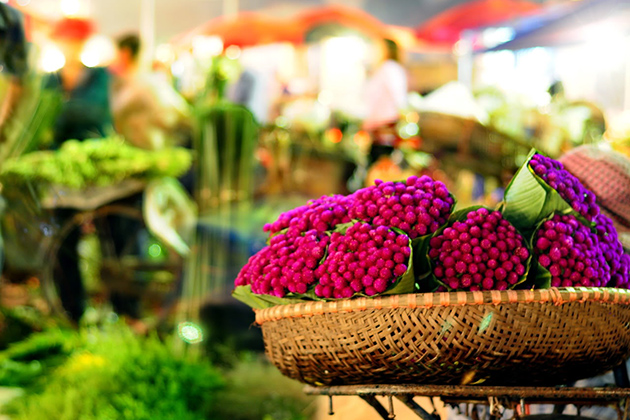 Quang-Ba-Night-Flower-Market