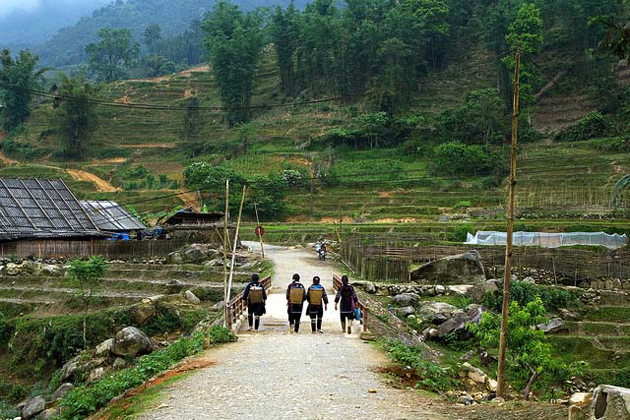 explore ta van village in sapa vietnam