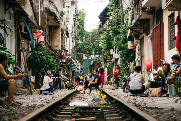 The-Simple-Life-along-Hanoi-Train-Street