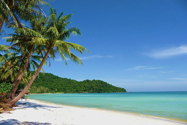 explore the most beautiful beach in co to island vietnam