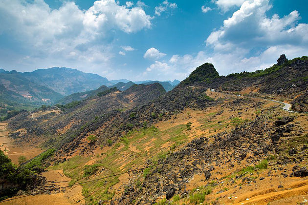 dong-van-rocky-plateau-in-ha-giang-province-vietnam-vacation-packages