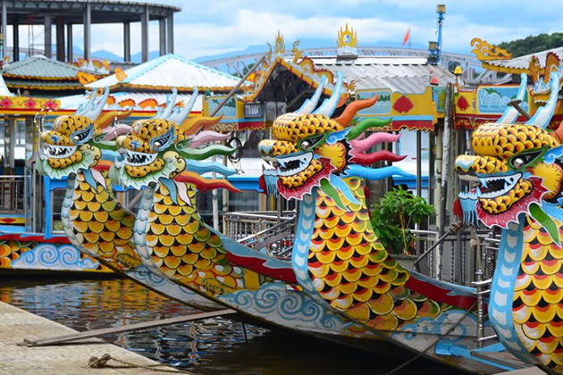 dragon-boat-on-perfume-river