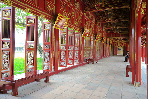 inside-hue-imperial-city