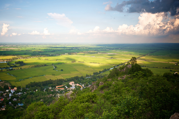 sam-mountain-chau-doc-vietnam