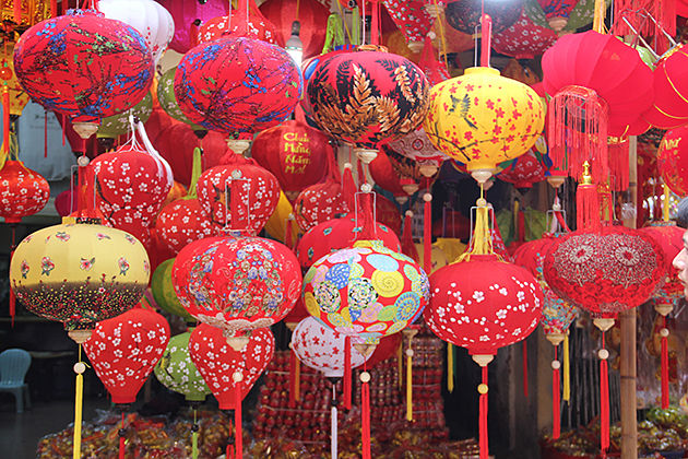 traditional market tet holiday in vietnam, vietnam tours, vietnam daily tours