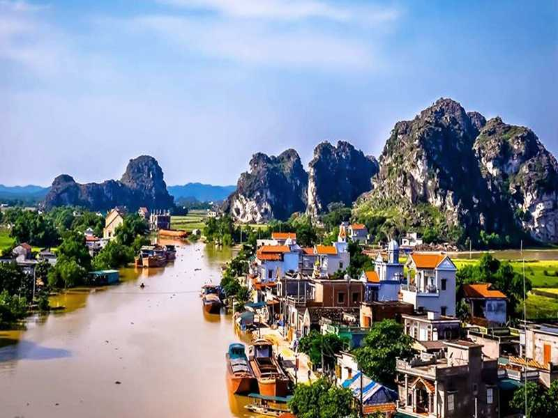 Kenh Ga floating village Ninh Binh,
